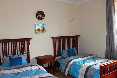 kenpipe_gardens_bedroom