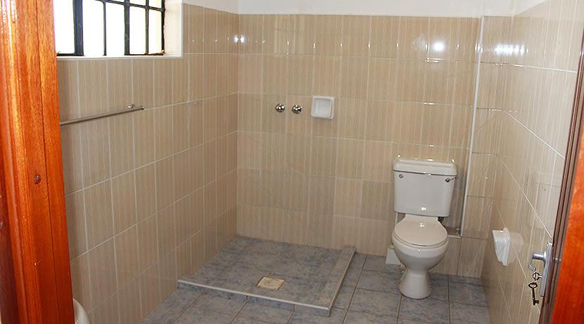 kenpipe_gardens_toilet